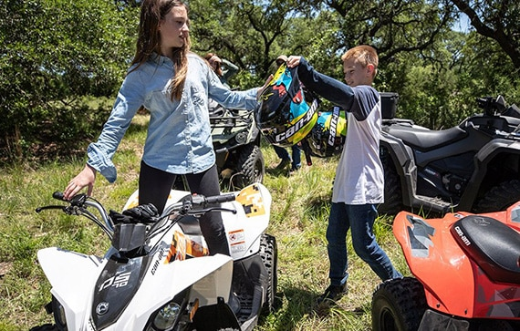 can-am-off-road-ds-90-junior-sortie-famille-outlander-adulte-clairiere