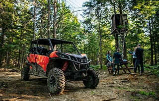can-am-off-road-maverick-sport-max-rouge-raid-foret-famille-mobile