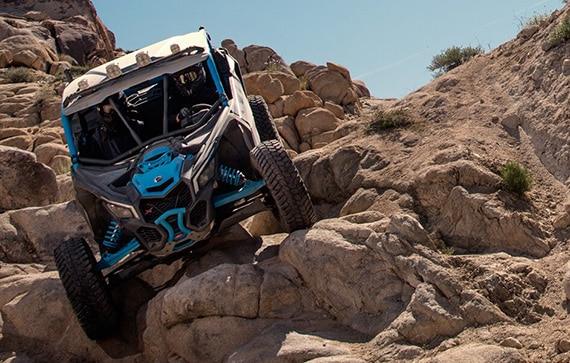 can-am-off-road-maverick-x-vallee-franchissement-roche-suspenssion