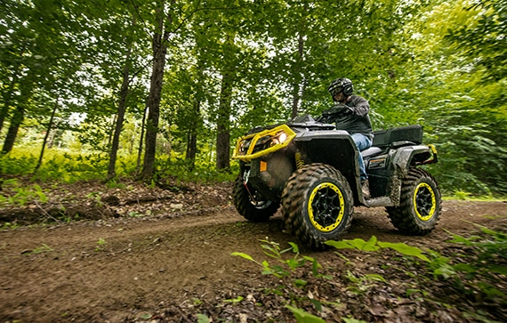 can-am-off-road-outlander-xt-p-1000r-trail-foret-sentier-chemin-terre-balade