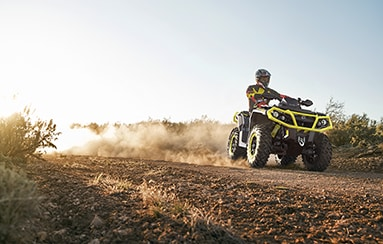 can-am-off-road-outlander-xt-p-1000r-trail-plaine-sentier-terre-poussiere-tablette