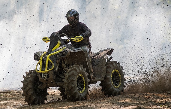 can-am-off-road-renegade-x-mr-1000r-sortie-sentier-boueux