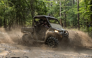 can-am-off-road-traxter-x-mr-hd10-commander-x-mr-eclaboussure-boue-foret-mobile