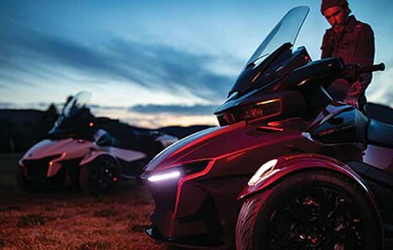 can-am-on-road-spyder-rt-rouge-eclairage-led