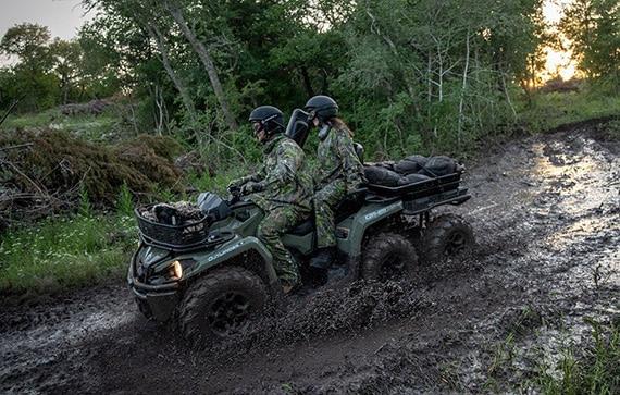 can-am-pro-outlander-6x6-franchissement-sentier-boue-chasse-plateforme-arriere-chargee