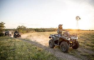 can-am-pro-outlander-sortie-famille-ferme-trois-vehicules-mobile